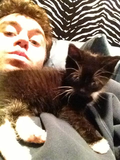 James Deen a macskájával